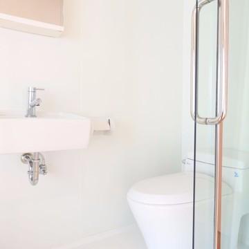 洗面台とトイレ。