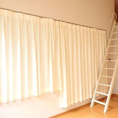 カーテンを閉めるとこんな感じ。