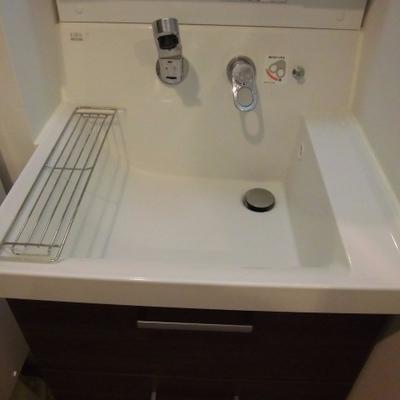 真四角の洗面台。かくかく。