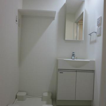 洗濯機置き場の棚は便利!