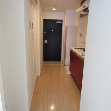 お部屋側から見たキッチン・廊下・玄関!