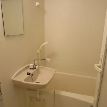 洗面台とお風呂は一緒のタイプです