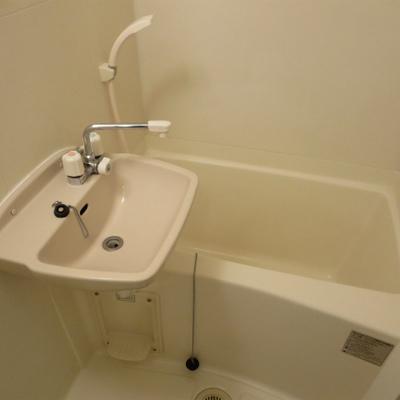 お風呂をゆっくり入りたい人にはちょっと狭そうです。