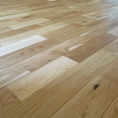 節が特徴的なオークの無垢床を使います※写真はイメージ