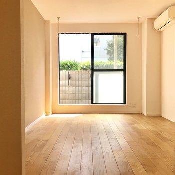 光に向かってゆく、無垢床をみよ!
