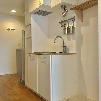 キッチンのお隣は洗濯機置き場になっています