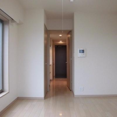 シンプルな配置のお部屋
