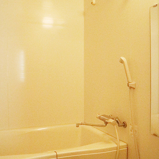 浴室乾燥機付きのきれいなお風呂。