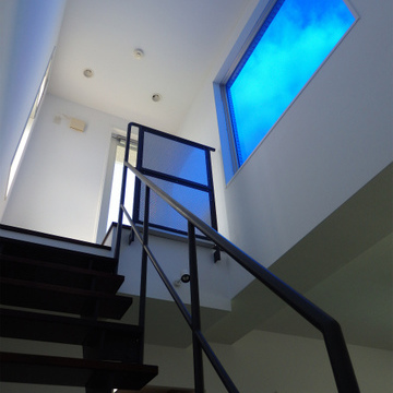 屋上へ続く階段