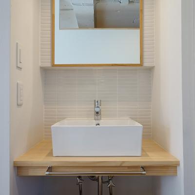 洗面台も造作で可愛く!