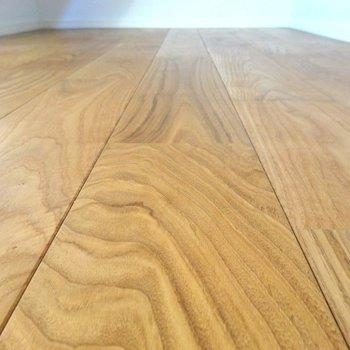 固くて丈夫な山栗の無垢床