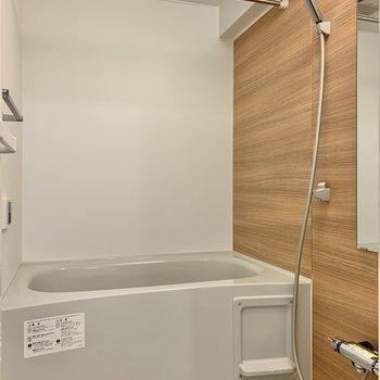 大きめのシャワーヘッドと浴室乾燥機は嬉しいポイント。