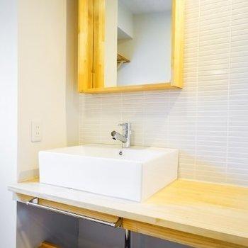 TOMOSオリジナルの造作洗面台です!存分に木のぬくもりを感じてください!