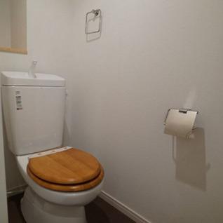 トイレは木製便座。
