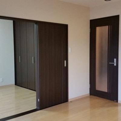三枚扉で洋室をしきられます。