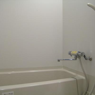 ちょうどいいサイズの浴室。