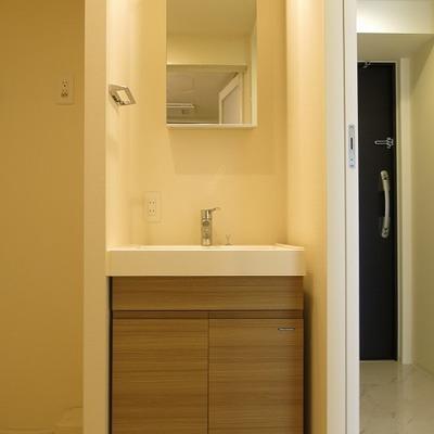 これと同じタイプの洗面台、シュッとしたデザインが素敵です。
