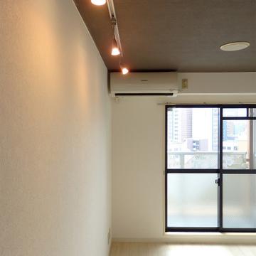 ライティングレール、アクセントクロスの天井