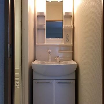 脱衣所の洗面台。