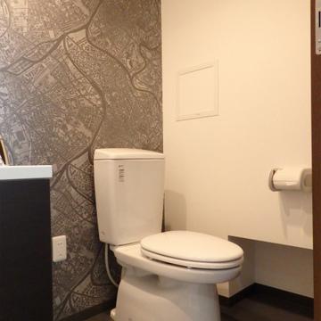 キレイなトイレですが、ウォシュレットはありません。