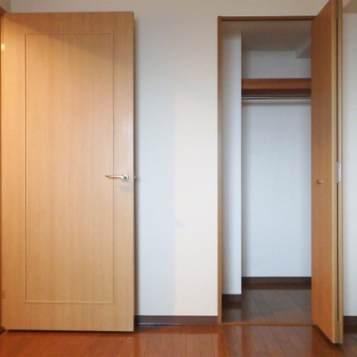 寝室が2つ。クローゼットあります