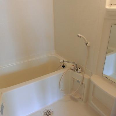 棚付なのが嬉しいお風呂場※写真は前回募集時のものです