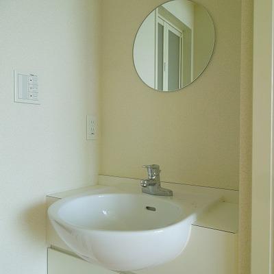丸鏡がかわいらしい※画像は別室