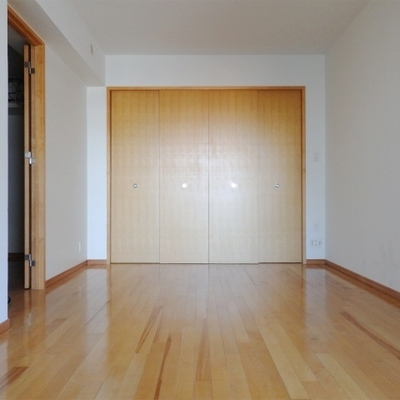 寝室は8.5帖の広さがあります。