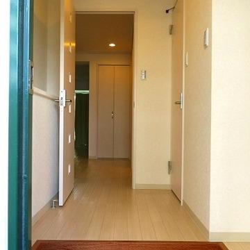 玄関もドアで区切れて、急な来客にも対応!
