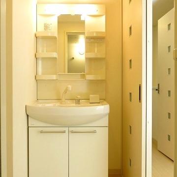 洗面台も清潔があり、収納もできます