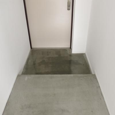 玄関までコンクリ。靴箱は用意しましょう。※写真は前回募集時のものです