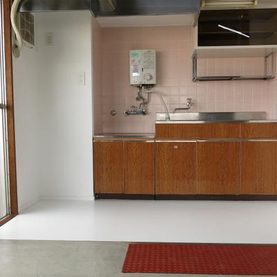 キッチンひろ〜い!コンロは持ち込み式です。※写真は前回募集時のものです