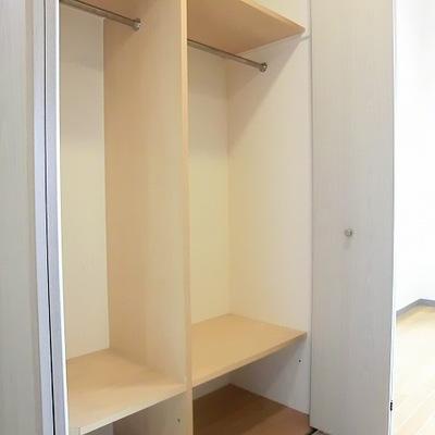 キッチンの背面にも大容量収納。