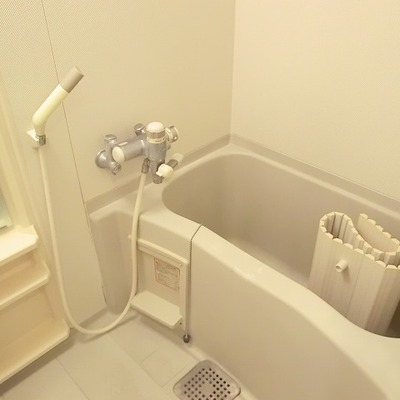お風呂で一日の疲れを取りましょう。※写真は10階の同間取り別部屋です。