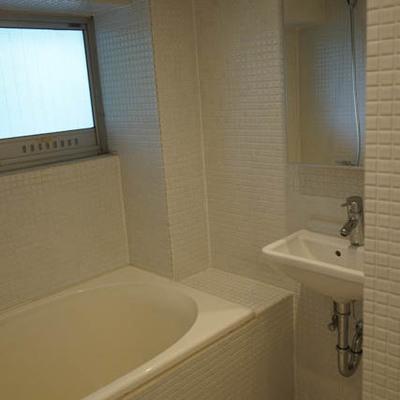 お風呂はタイルの雰囲気がよいです。