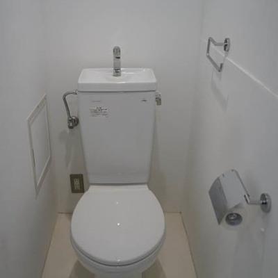 トイレはしっかり別室で。