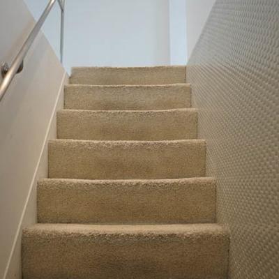 階段ふかふかです。