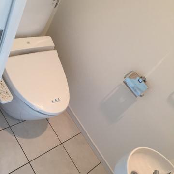 トイレにも洗面台があるのイイネ