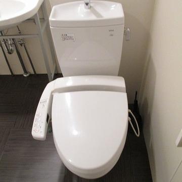 脱衣スペースにトイレがあります。
