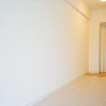 ここに収納棚を置いても◎※写真は7階の同間取り別部屋のものです