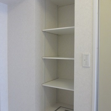 大容量のシューズボックス。ヒールも楽々おけちゃいます※写真は7階の同間取り別部屋のものです