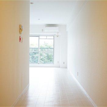 廊下がとても広い!※写真は7階の同間取り別部屋のものです