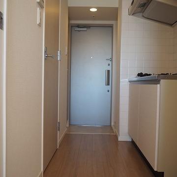 廊下です。右手にはキッチン。※写真は前回募集時のものです