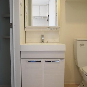 独立洗面台は白くてかっこいい※写真は前回募集時のものです