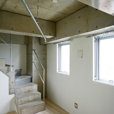 2面採光!階段もコンクリです!