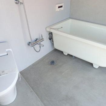トイレと同室タイプです。 ※4階似た間取りの別部屋の写真です