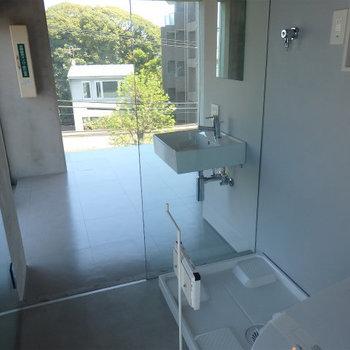 お風呂からお部屋を。 ※4階似た間取りの別部屋の写真です