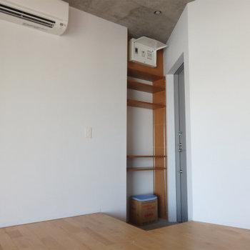 玄関も木の雰囲気あってgoodですね ※4階似た間取りの別部屋の写真です