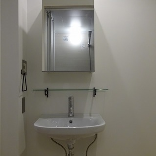 独立洗面台はちょっぴり小さめ。※写真は前回募集時のものです