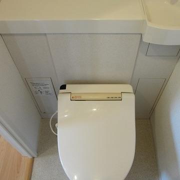 淵に雑貨を並べたい。小さな手洗い場もかわいい。